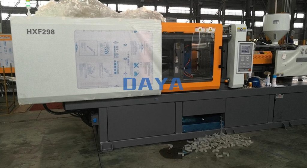 290 ton injection molding machine made in China (1)