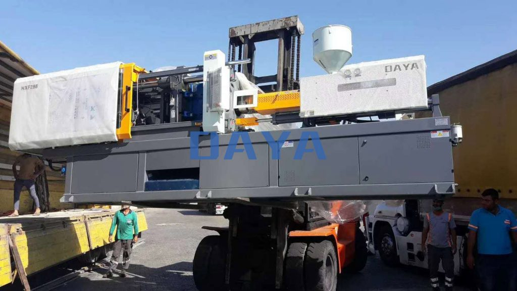 290 ton injection molding machine made in China (3)