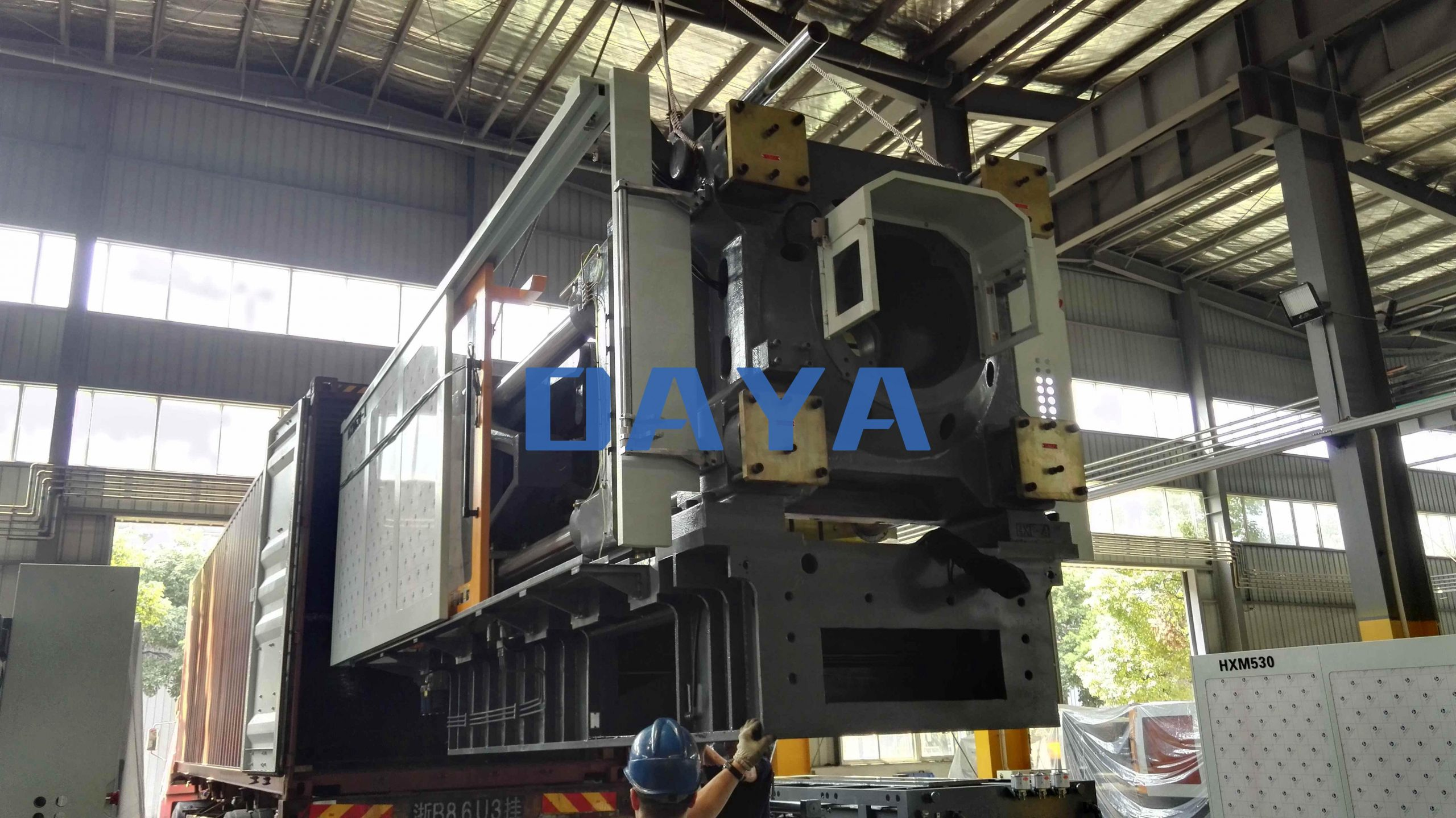 600 ton injection molding machine load and shipment